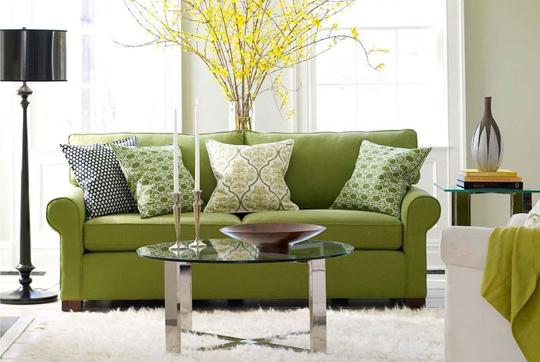 9 способов задекорировать диван и украсить стену над ним