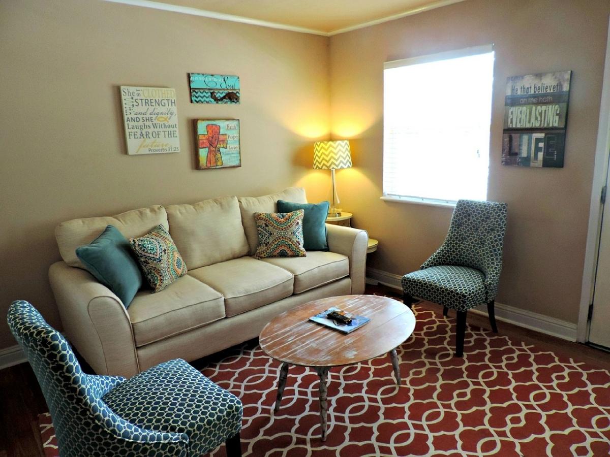 Как поставить диван в гостиной - фото4