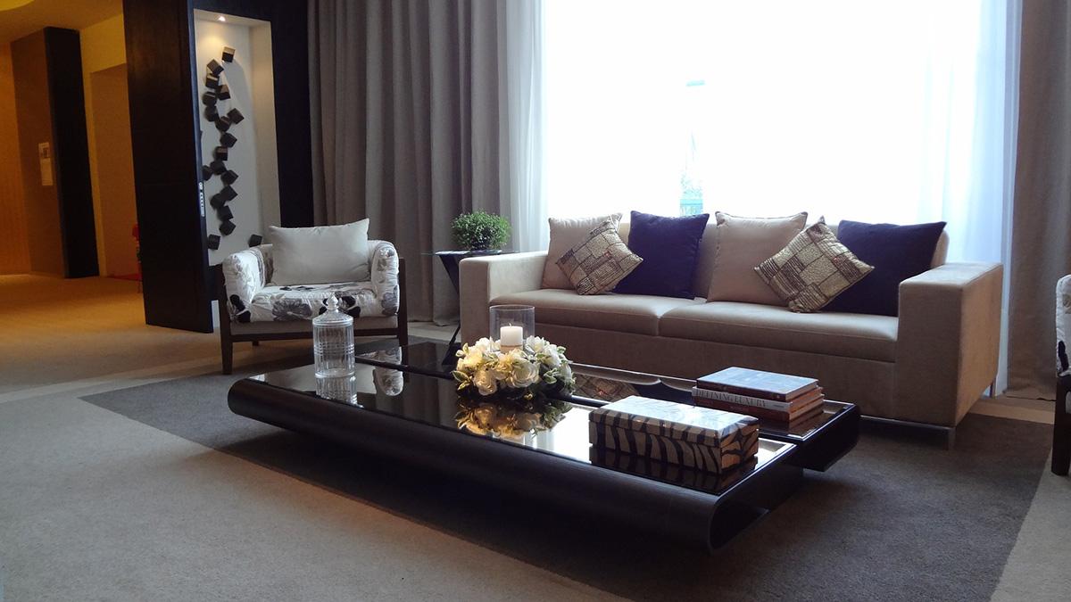Как поставить диван в гостиной - фото7