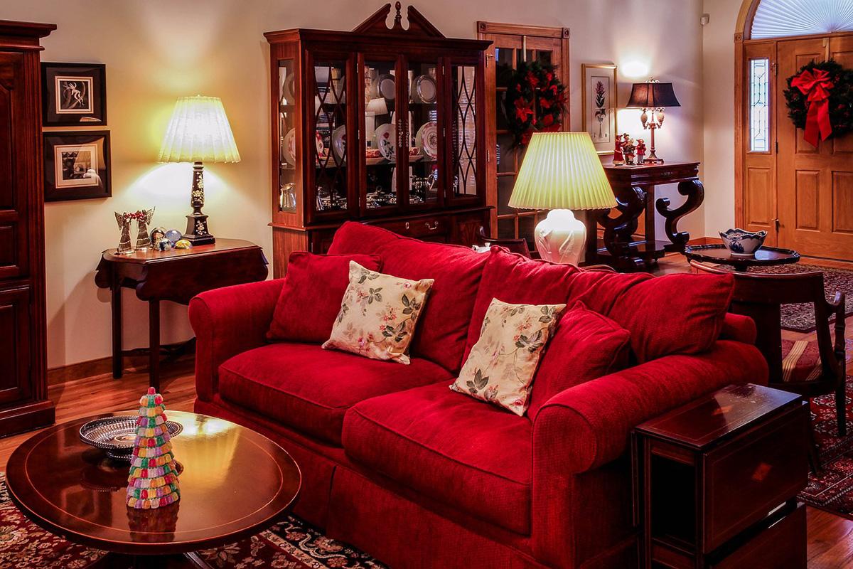 как расположить диван в комнате - фото7