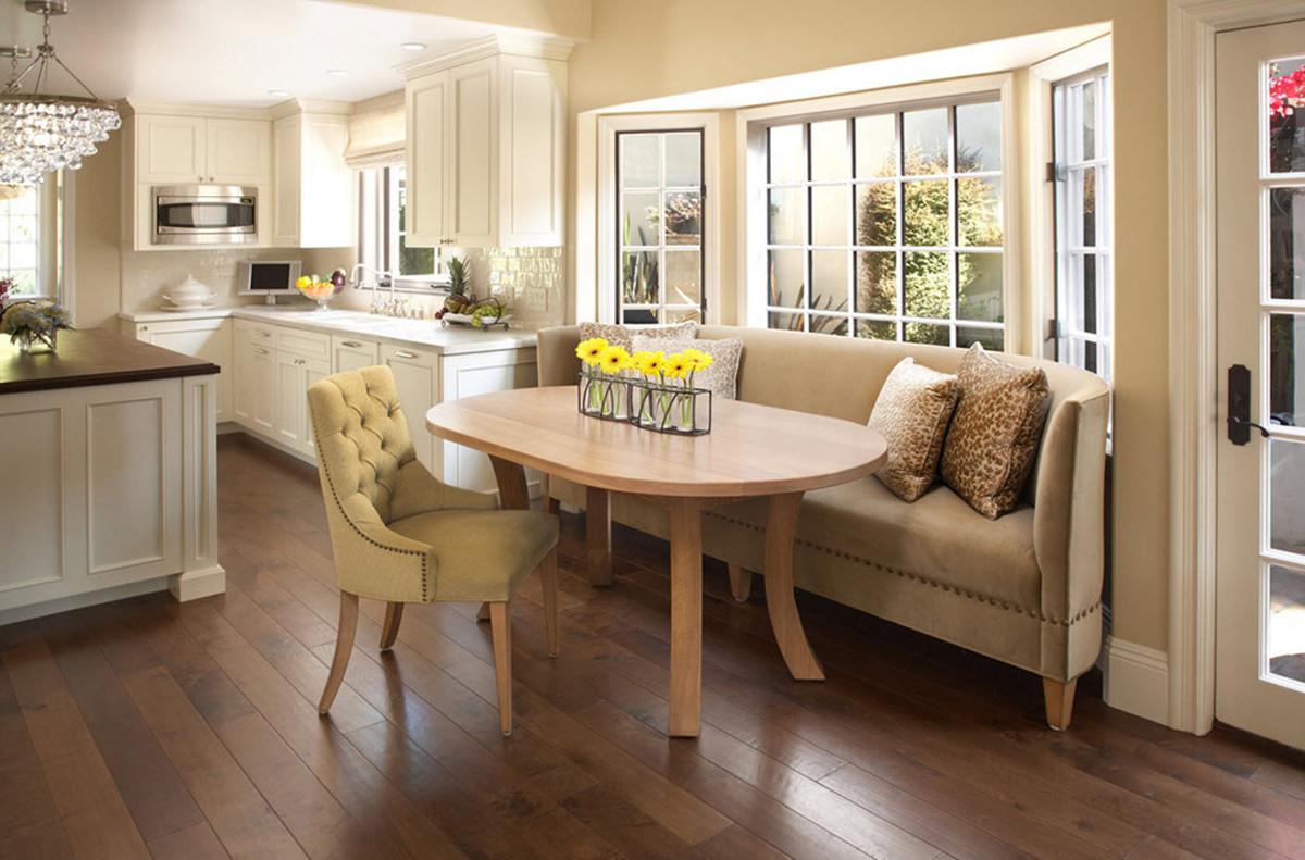 Как разместить диван на кухне - фото1