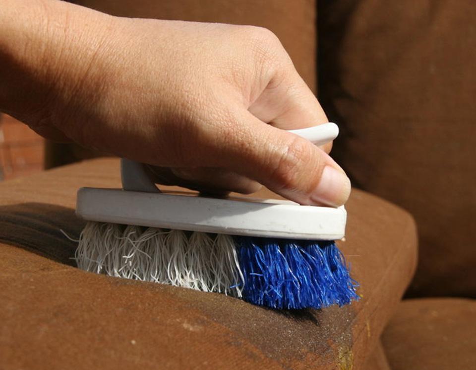 Как вывести пятна с мебели мягкой фото