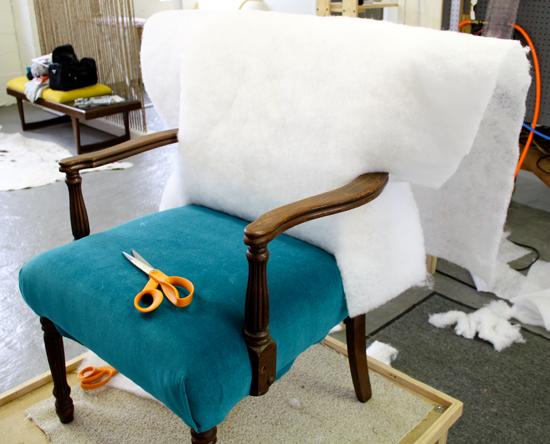 Как обшить кресло своими руками
